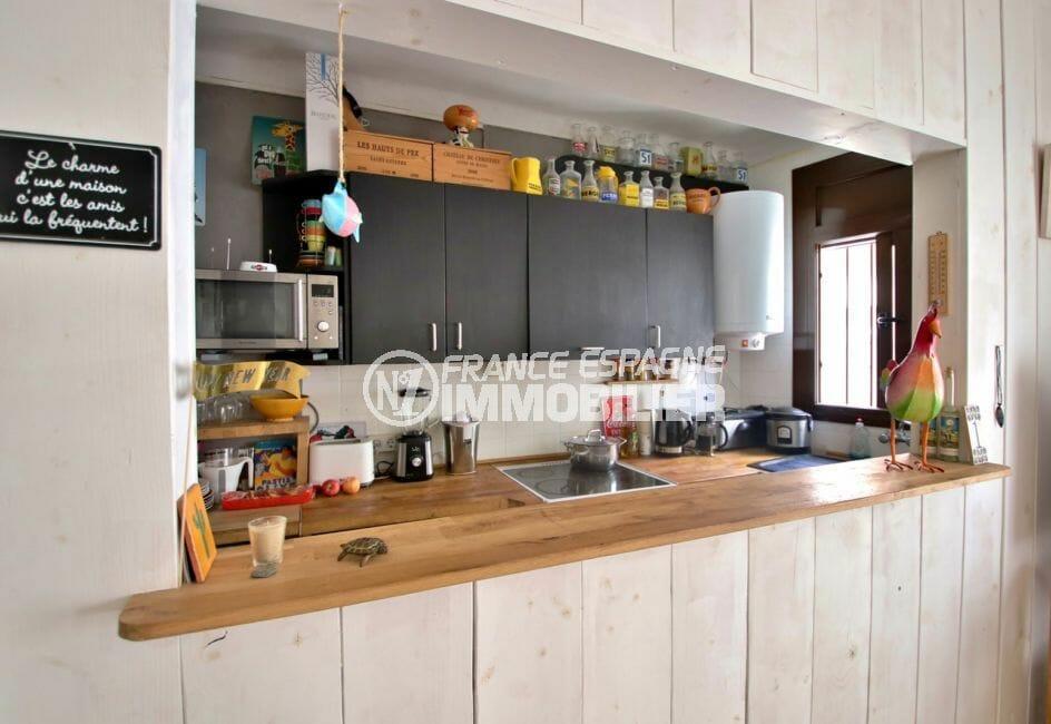 achat maison rosas espagne, proche plage, cuisine semi ouverte sur le salon / séjour