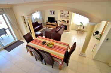 maison à vendre empuriabrava, piscine, vue plongeante sur le salon / séjour accès terrasse