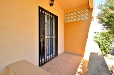appartements a vendre a rosas, parking, aperçu du balcon privé de la première chambre