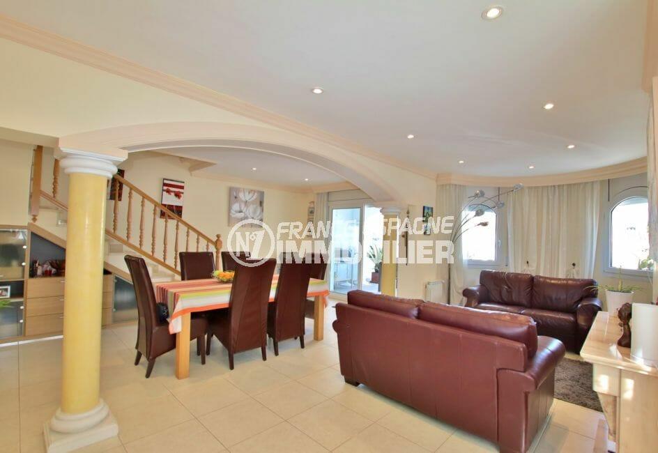 maison a vendre a empuriabrava, garage, salon / séjour accès escalier étage et terrasse