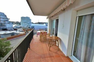 appartement à vendre à rosas espagne, 60 m², terrasse petite vue sur le canal accès salon