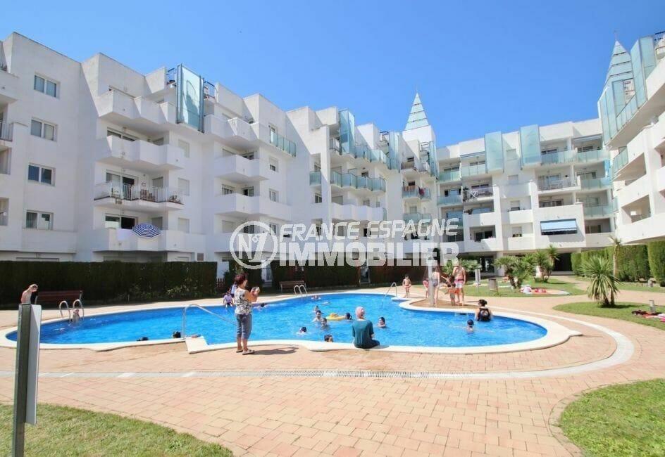 appartement à vendre à rosas espagne, 45 m², aperçu de la piscine communautaire