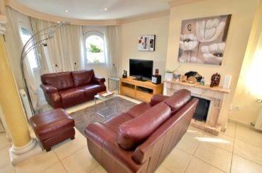 acheter maison empuriabrava, piscine, salon / séjour lumineux avec une belle cheminée