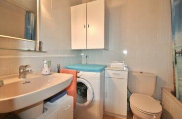 appartement rosas vente, 71 m², salle de bains avec baignoire, lavabo et wc