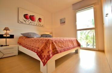 appartements a vendre a rosas, amarre, première chambre avec lit double et rangements