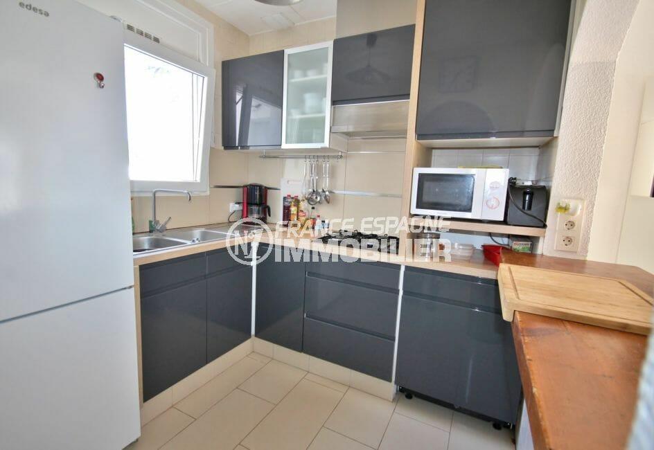 maison à vendre empuriabrava: 128 m², cuisine américaine semi ouverte équipée et fonctionelle
