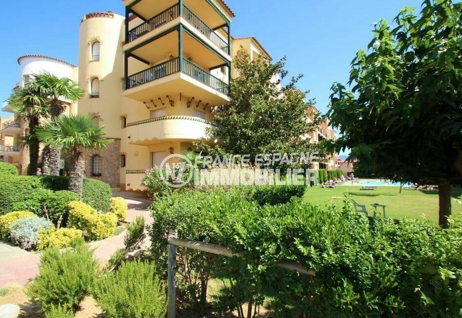 agence immobiliere costa brava: appartement 42 m², façade de la résidence et ses extérieurs