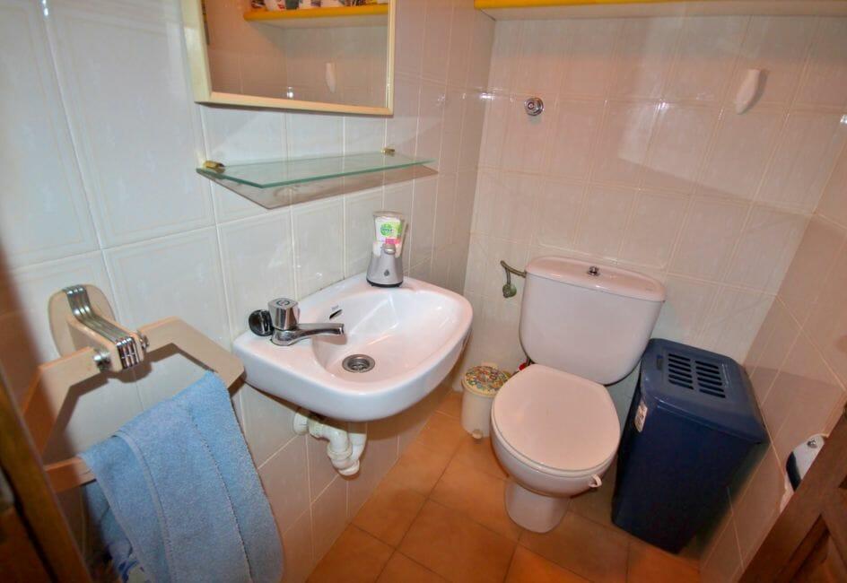 vente appartement roses espagne, parking / cave, toilettes indépendantes avec lavabo