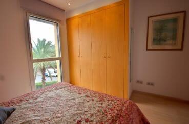 agence immobilière costa brava: appartement 80 m², première chambre lit double et placards