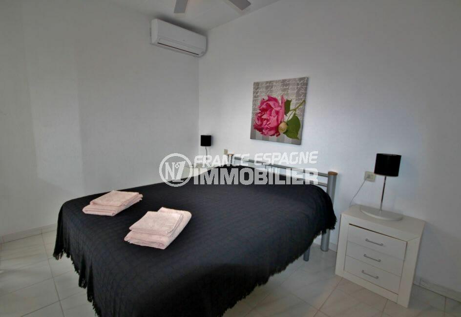 agence immobiliere costa brava: villa 128 m², deuxième chambre avec lit double