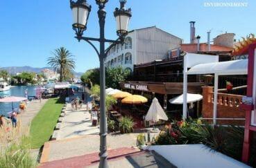 terrasses de restaurants près du canal à proximité