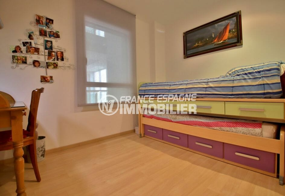 appartement a vendre a rosas, piscine, deuxième chambre avec lits superposés et bureau