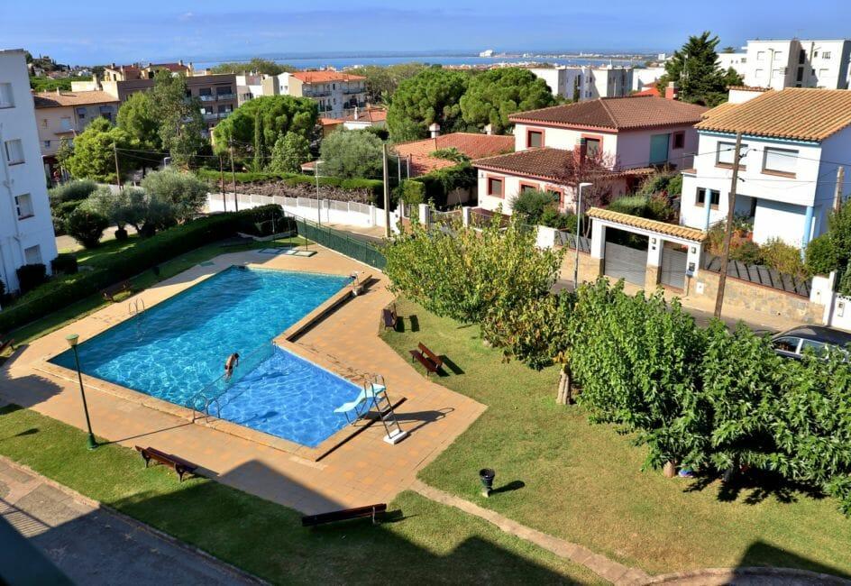 appartement rosas vente, ref.4007, aperçu de la piscine communautaire et ses extérieurs