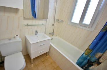 maison à vendre empuriabrava, parking, salle de bains avec baignoire, vasque et wc