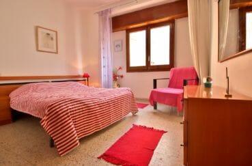 achat rosas espagne: villa 109 m², chambre 3 avec lit double et rangements