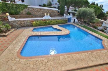 appartement rosas achat, 41 m², aperçu de la piscine communautaire de la résidence