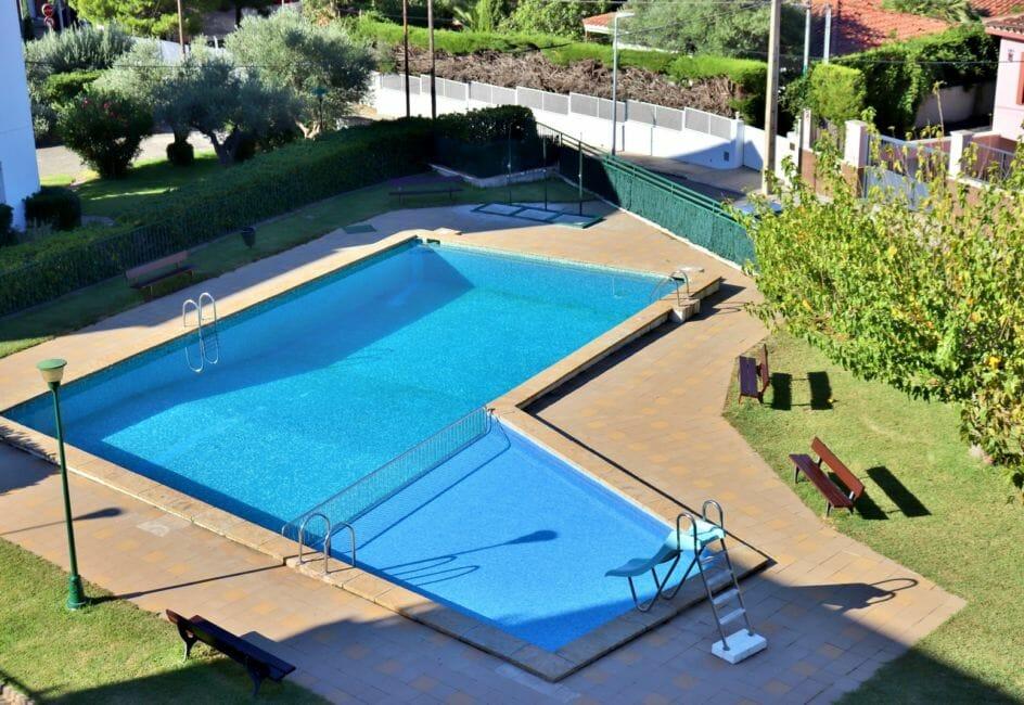 roses espagne: appartement 35 m², vue sur la piscine communautaire