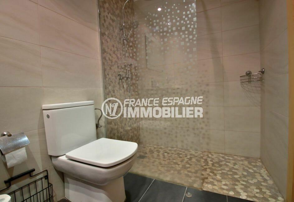 achat appartement rosas, amarre, salle d'eau avec douche à l'italienne et wc