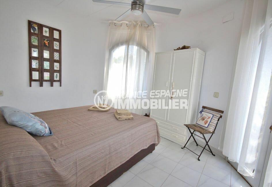maison a vendre a empuriabrava, piscine, première chambre de l' appartement indépendant