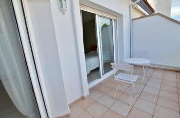 maison à vendre à empuriabrava, garage, aperçu du balcon de la première chambre
