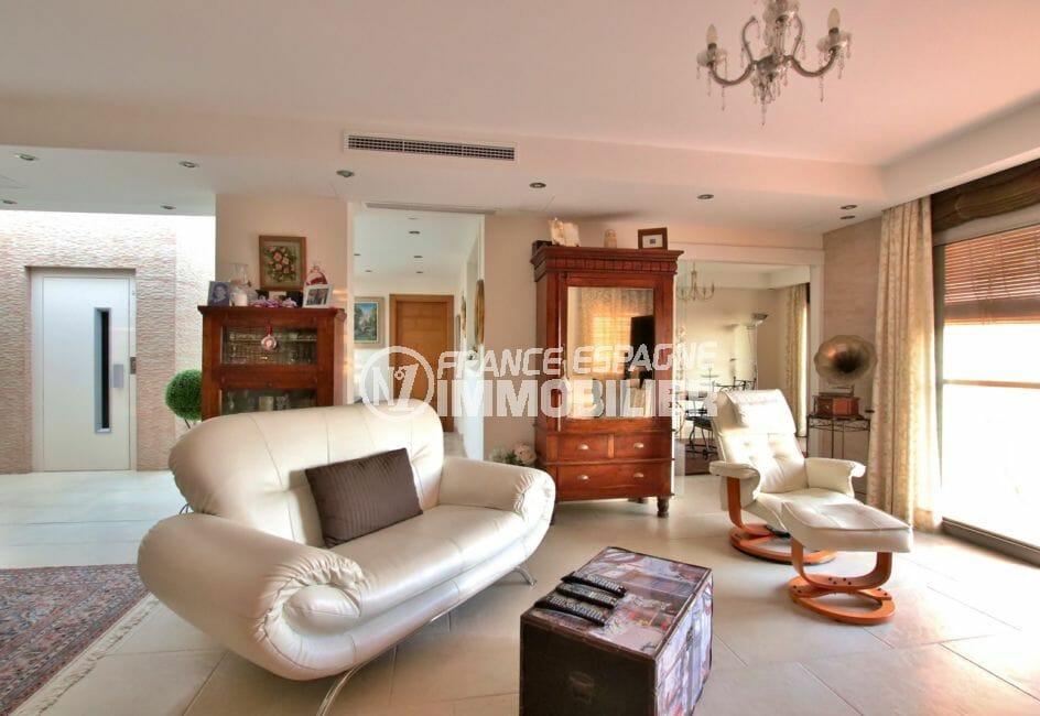 acheter maison costa brava, rosas, ascenseur qui dessert l'étage avec salon / séjour
