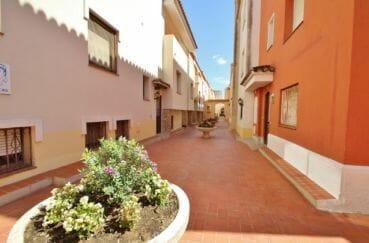 appartement a vendre costa brava, 75 m², vue sur la porte d'entrée de la résidence