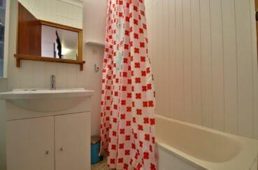 immo center rosas: villa 109 m², salle de bains avec baignoire et meuble vasque