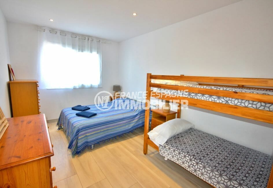 agence empuriabrava: villa 128 m², deuxième chambre de l'appartement indépendant