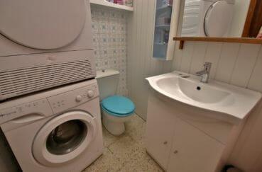 achat maison costa brava, centre-ville, aperçu du cellier avec meuble vasque