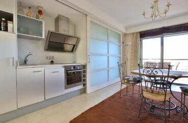 vente maison espagne rosas, piscine, cuisine aménagée équipée et fonctionnelle avec rangements