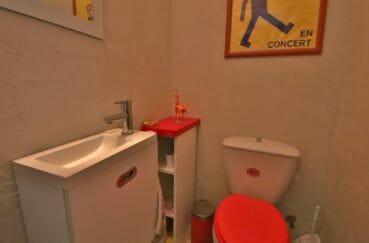 acheter maison costa brava, proche plage, toilettes indépendantes avec meuble vasque
