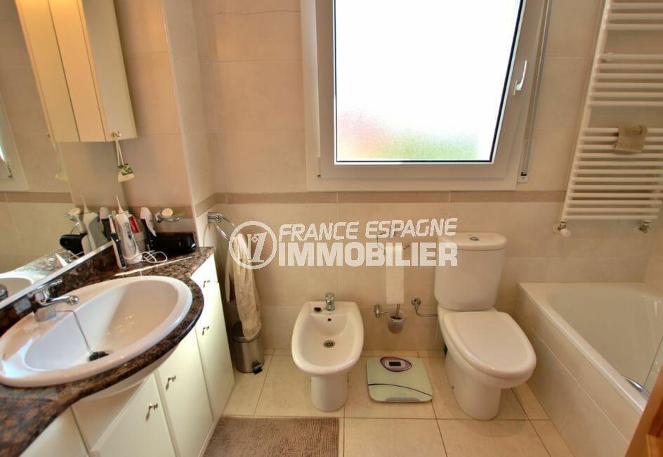 acheter a empuriabrava: villa 142 m², salle de bains attenante de la suite parentale