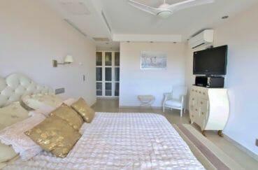 vente villa rosas, piscine, première suite parentale avec dressing et salle d'eau attenante