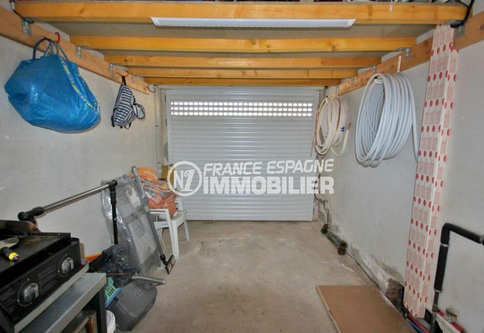 achat maison costa brava, ref.4018, aperçu du garage de 15 m², parking cour intérieur