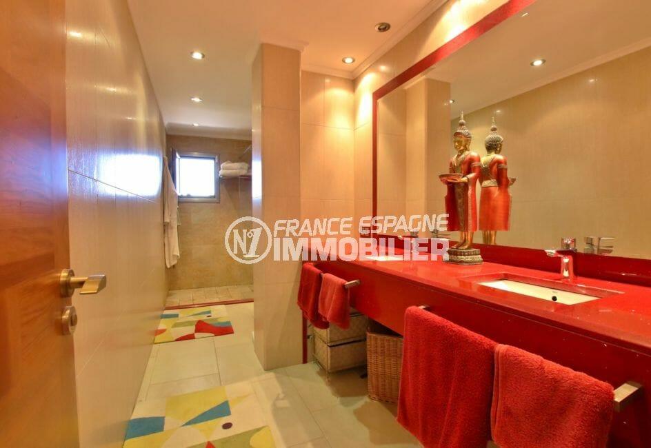 achat villa rosas espagne, garage, salle d'eau attenante suite parentale avec double vasque