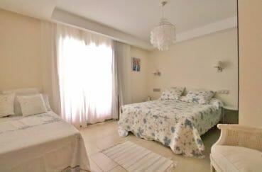 vente immobilier costa brava: villa 500 m², chambre avce deux lits doubles et rangements