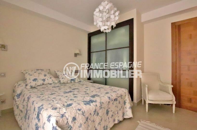 vente immobiliere costa brava: villa 500 m², lits doubles de la chambre à l'étage avec placards