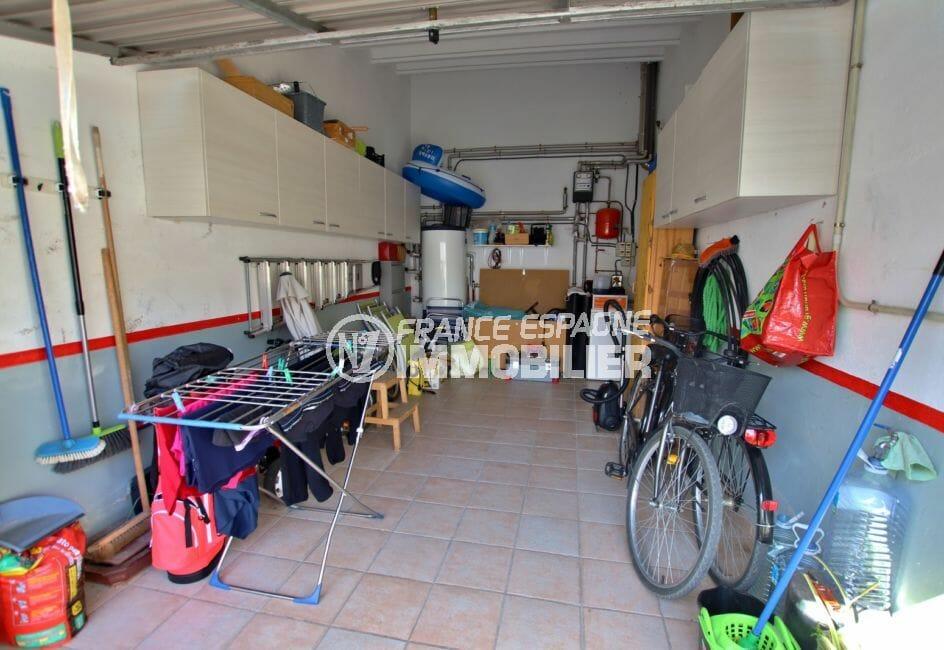 achat maison espagne costa brava, empuriabrava, aperçu du garage de 16 m² avec rangements