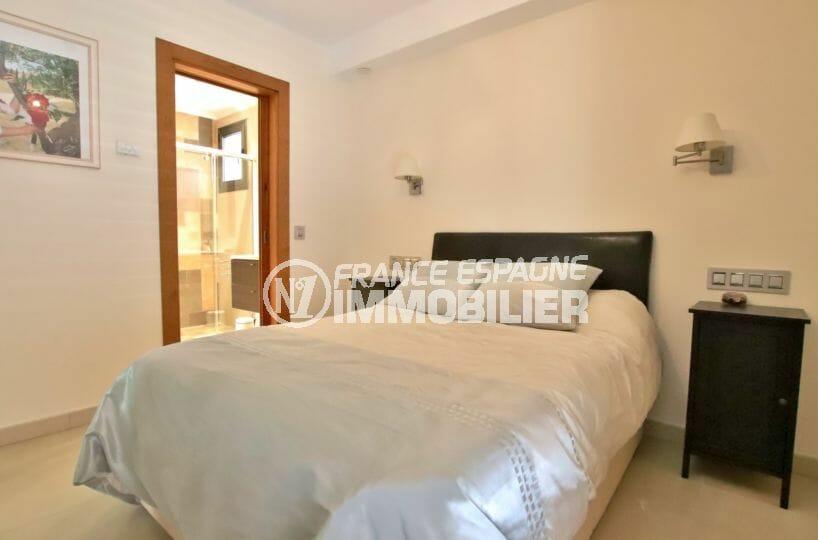 vente immobilière costa brava: villa 500 m², deuxième suite parentale avec salle d'eau attenante