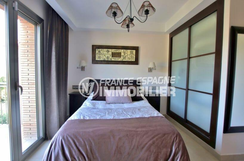 costabrava immo: villa 500 m², troisième suite parentale avec rangements, accès terrasse