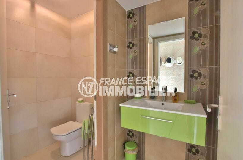 vente immobilier espagne costa brava: villa 500 m², toilettes indépendantes avec lavabo