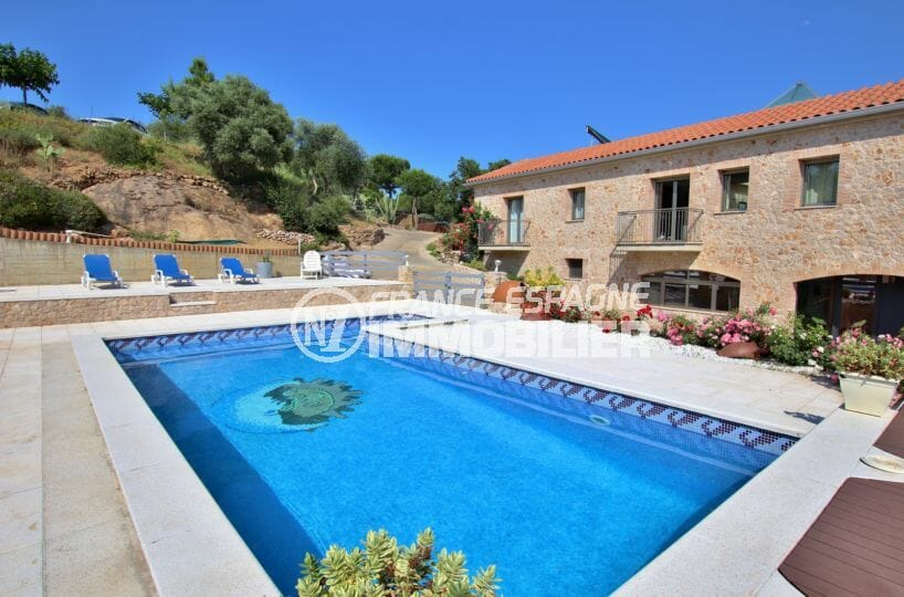 achat villa costa brava, charme rosas, grand terrain de 3285 m² avec piscine de 9 m x 4 m