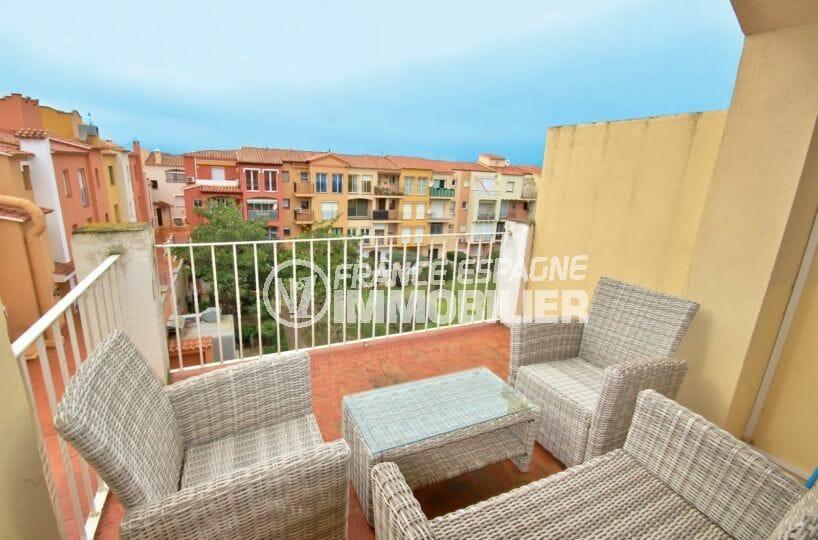 agence immo empuriabrava: appartement atico avec terrasse solarium, piscine et parking