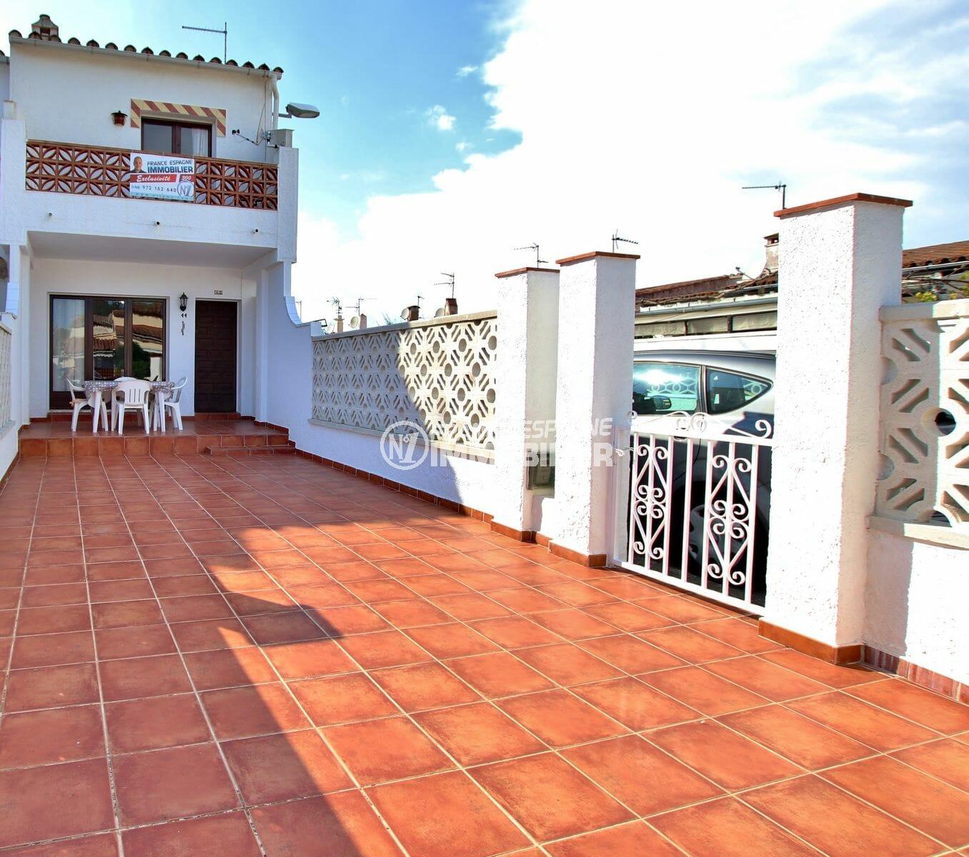 maison a vendre empuria brava, grande terrasse, parking et possibilité piscine en commun
