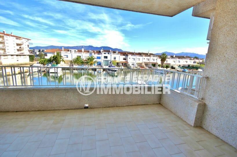 appartement a vendre empuriabrava, terrasse vue canal, parking privé, proche plage
