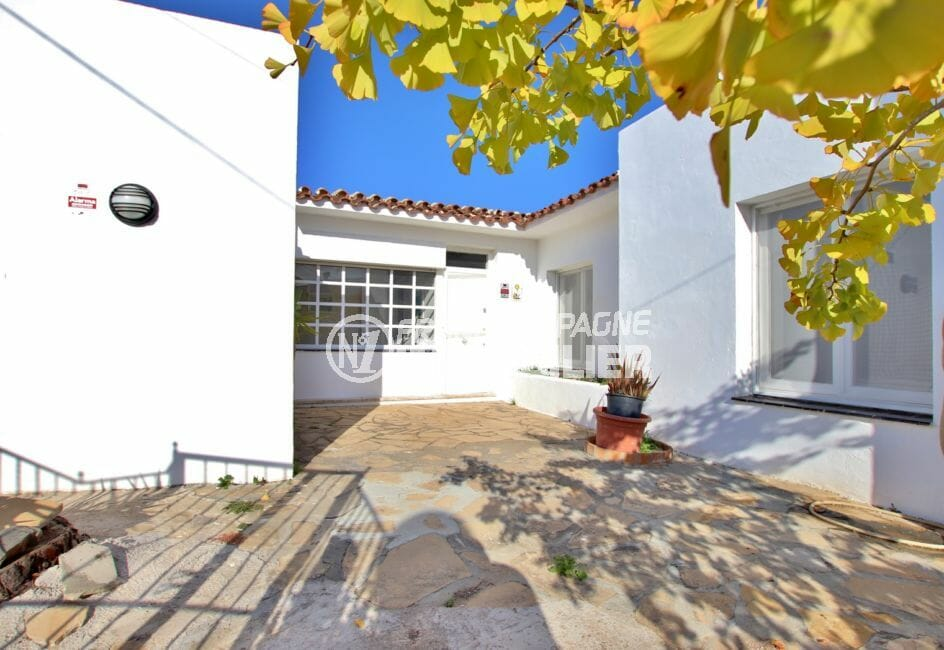 immo roses: villa 99 m², aperçu de l'entrée et de la façade