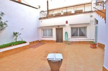 maison roses, terrasse solarium, grand garage, plage à 500 m au pied des commerces
