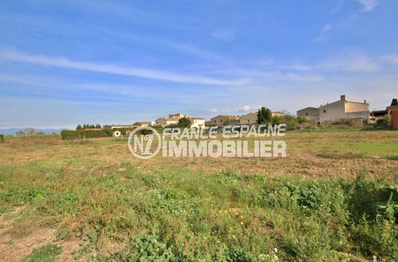 achat immobilier roses: terrain constructible, secteur résidentiel, idéal investissement