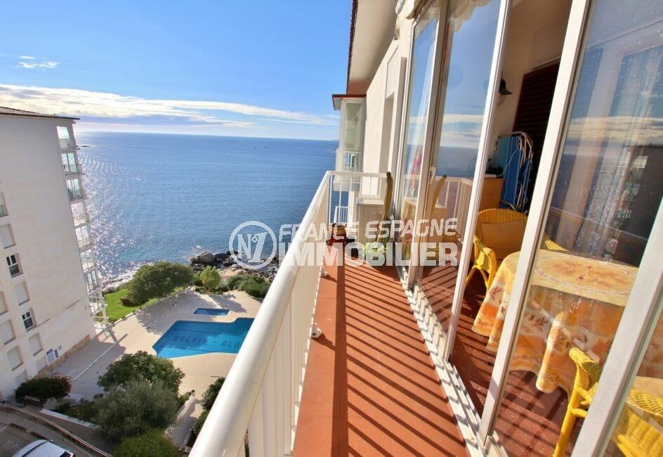 vente appartement rosas, résidence avec piscine, vue mer latérale, plage à 800 m