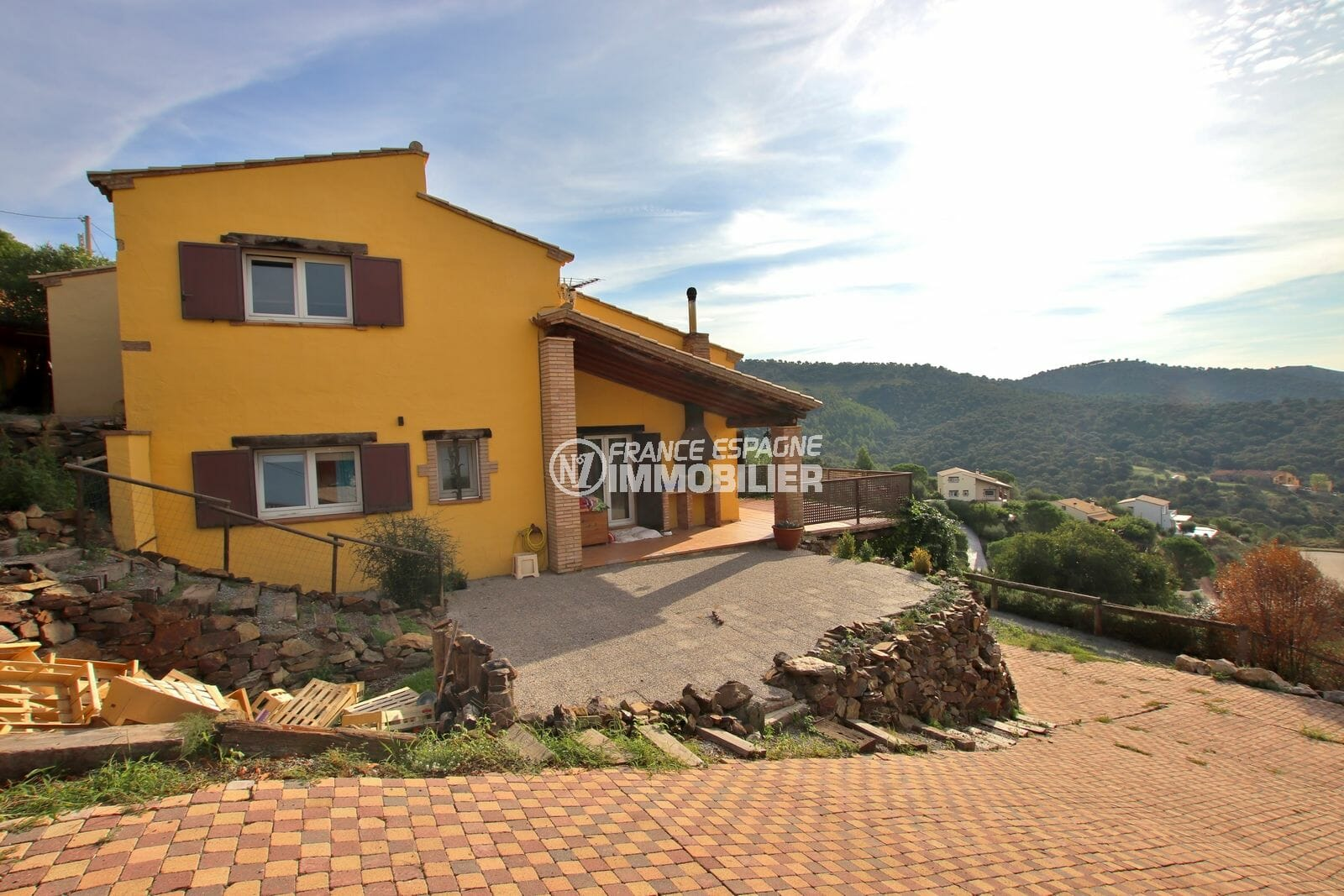 immo roses: villa avec grand terrain et piscine dans secteur résidentiel, proche plage